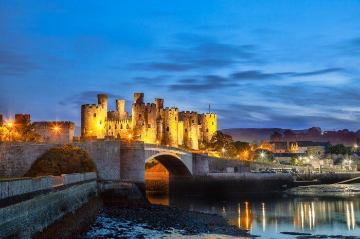 Reino Unido: Becas Para licenciatura y Posgrado en Cualquier curso de asignaturas ofrecido por la universidad University of South Wales